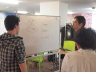 会場となったSamurai Startup Islandでは,参加者が各々のスタイルで開発を進めた