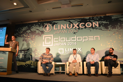 パネルの模様。左から司会のFernando Luis Vazquez Cao氏(NTT),Daniel Veillard氏(Red Hat),Bruno Cornec氏(HP),David Nalley氏(Citrix),Nigel Kersten氏(Puppet Labs)
