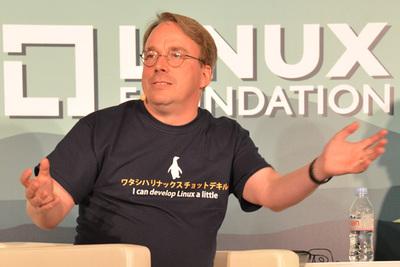 LinuxCon参加者特典の「ワタシハリナクスチョットデキルヨ」Tシャツが気に入ったよう