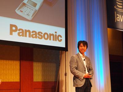 パナソニックシステムネットワークス虻田氏は,同社が取り組むJava ME搭載電子マネー決済端末を紹介し,今後の流通におけるJavaの実用性を紹介した