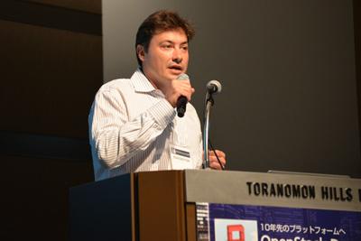 米MirantisのCMO,ボリス・レンスキー(Boris Renski)氏(写真),日本法人代表の磯逸夫氏が冒頭挨拶