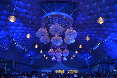 キーノート会場となった「グランドプリンスホテル新高輪 飛天」,2,000人以上収容可能な大宴会場が講演前にはぎっしり。