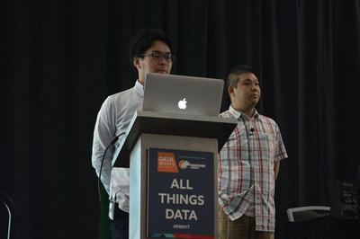 日本人による唯一のセッション,チャットワーク 大村伸吾氏(右)とNTTデータ 土橋昌氏によるKafka,HBase,Akkaを使ったイベントソーシングシステム構築事例の発表の模様(詳細は別記事で紹介予定)