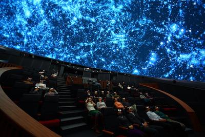 図3 まるで宇宙の中にいるような体験ができる3D映像。