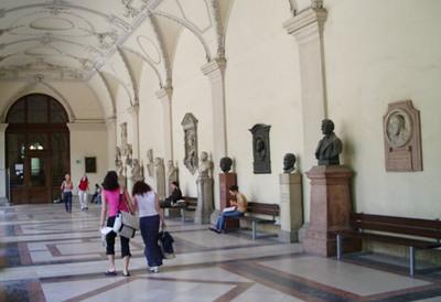 ウイーン大学の回廊(1)