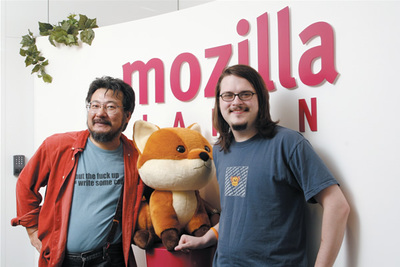 (左)小飼弾氏,(右)John Resig氏(撮影:武田康宏)