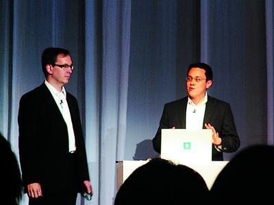 マーク・アンダース(左)とスティーブ・ハインツ(右)の両氏は,期待の「Thermo」を披露