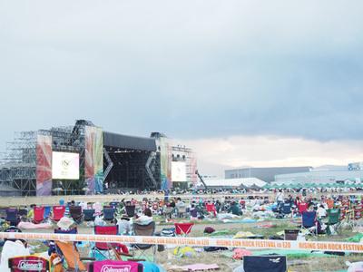 最大規模のステージ「SUNSTAGE」