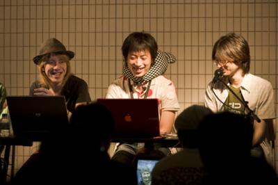 加茂雄亮氏(左)Saqoosha氏(中央)新藤愛大氏(右)