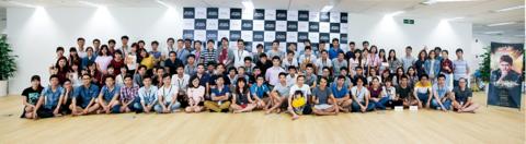 フランジアは,2012年にオフショア開発会社として創業,現在は日本とベトナムをはじめ6ヵ国,1,000名体制で活動しているITプロフェッショナルチームです。社員の8割がエンジニアで,システム・UI/UX設計・デザイン・インフラ構築を含むプロダクト開発やスタートアップのアクセラレートプログラム,テクノロジ人材の育成をおもな事業として展開しています。