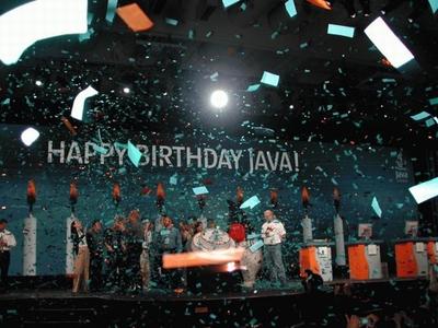 Java誕生10年を迎えたときのJavaOne 2005の様子。Javaの父,James Gosling氏をはじめ,たくさんの関係者が集まりJava10週年を祝った