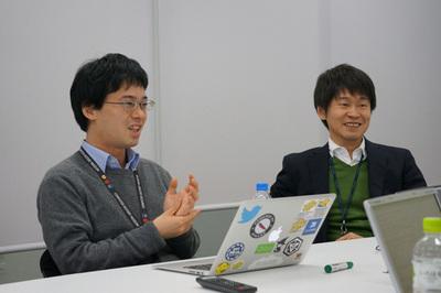 対談の模様(1)鯵坂 明氏(左)と岩崎 正剛氏