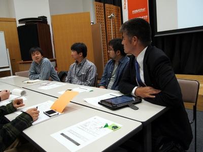 参加者の中には,モバツイ開発者藤川真一氏の姿も(右から2番目)。Meetupの4日後,モバツイとEvernoteの連携が発表された