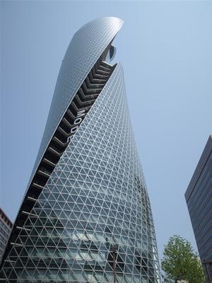 会場は名古屋駅から見えるほど近いHAL名古屋。校舎の入っているビルは今年の3月に完成したスパイラルタワーズ。