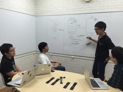 写真3 基盤開発チームの打ち合わせ風景
