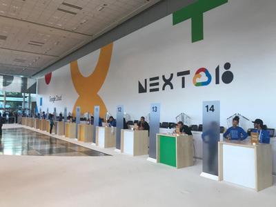 「Next '18」レジストレーションコーナー