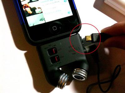 図12 USBケーブル(mini-B Type←→A-Type)をマイクアダプタに差し込む。