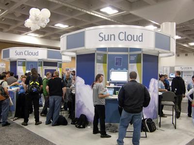 写真2 Sun Cloudのコンセプトブース。技術やソリューションなど,複数の展示が行われており,Sunの目指すクラウドコンピューティングを多面的に紹介する場となっていました