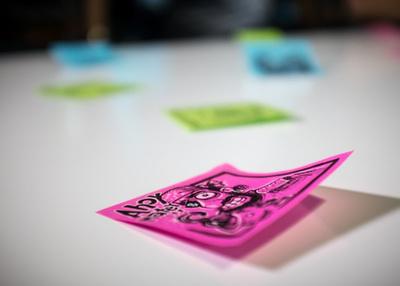 取り込んだポスト・イットはイエロー・グリーン・ピンク・ブルーの4色ごとに分類されたノートとして自動的に保存され,色ごとに特定のノートブックへの保存,タグの割り当て,そしてリマインダーの追加といったアクションを割り当てることができる
