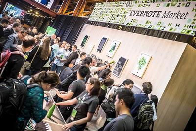 会場では一足早く,Evernote Marketの実店舗が設置されて商品が並んでいた