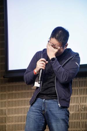 クロージングで発表された今回のベストトーク賞に選ばれたsongmuさんのトーク。受賞が発表された際には,感極まって思わず涙ぐむ一コマも