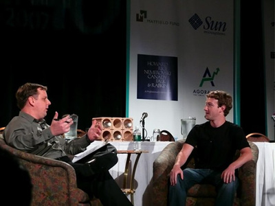 マイケル・アリントンとマーク・ザカーバーグ(TechCrunch)
