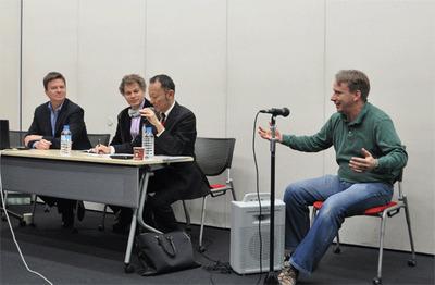 会見には基調講演でLinus氏と登壇予定のLinux FoundationのJim Zemlin氏,同テクニカル・アドバイザリー・ボードのチェアマンであるJames Bottomley氏も同席。
