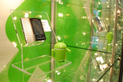 Sony Ericsson製のXperia X10 mini proの展示