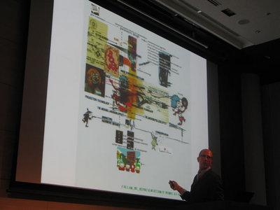 写真4 大学の講義で利用している図を利用しながら,現在のソーシャルネットワーク社会を解説