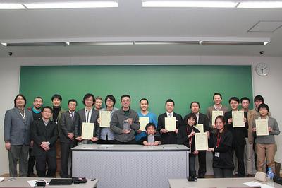 受賞者・関係者全員による記念写真(写真提供: Michiyas Suzuki)