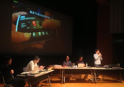 KORGの坂巻氏。セッション後にはiModelaやmonotronに触れようとたくさんの人が演台に集まっていました