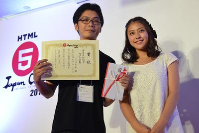 「PACPAC」いしかわ 氏(左)とプレゼンターの審査委員,池澤あやかさん
