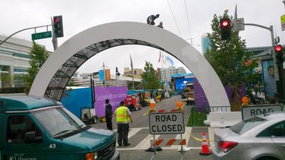 閉鎖されたサンフランシスコ・モスコーニセンターを縦断する道路
