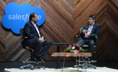 いまいろんな意味で最も注目されているサービスUberについて語るトラビス・カラニック氏(右)