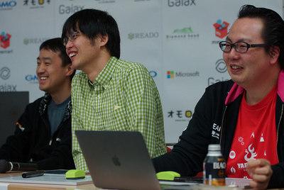 写真奥からAWS荒木氏,さくらインターネット田中氏,日本マイクロソフト久森氏