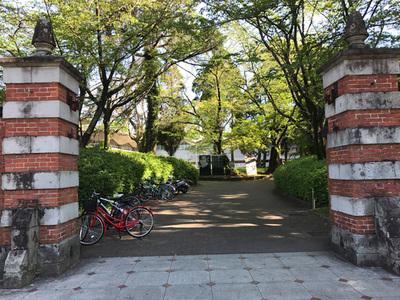 熊大のレンガの門