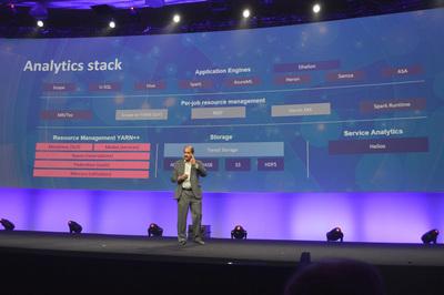 Microsoftが構築するDryadを実装したCosmosクラスタは現在,全面的にYARN上に移行中。スケールしやすく,同一クラスタで複数の処理基盤を実行できる点が大きな魅力だという。「MicrosoftはYARNの開発にこれからも貢献していく」(ラオ氏)