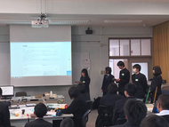 各チーム,自分たちのアイデアについて,自分たちの言葉で発表を行った。アイデアを考えること・アイデアを形にすること・アイデアを伝えること,それぞれの違い,難しさ,何より楽しさを体験できたのではないだろうか