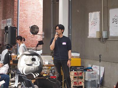 株式会社総和・ディライト代表取締役/Maebashi 45day2016リーダー/太陽の会メンバーの渡邉辰吾氏。「デザインからつながりが生まれる」と自身の考え述べたうえで,「無理に街おこしをする必要はなく,自分たちが街を楽しむこと。その結果として街が盛り上がるはず」と聴講者に強くアピールしたのが印象的だった
