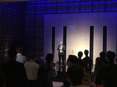 乾杯のあいさつでSciPyの歴史を語るEnthoughtのEric Jones CEO
