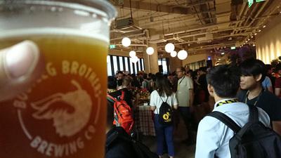 タイのクラフトビールでパーティー
