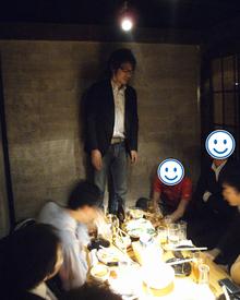 池袋の居酒屋で懇親会。小山社長も参加しました。